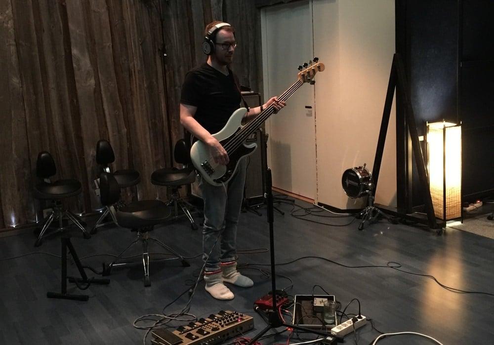 Lauri Talikka from Yllätysesiintyjä in Astia-studio