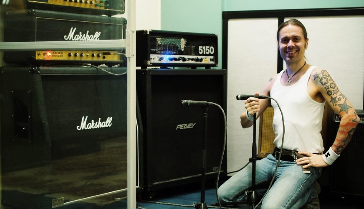 Anssi Kippo with guitar amps in Astia-studio A