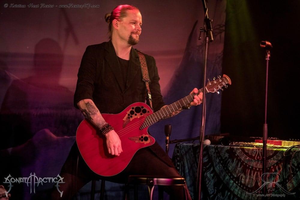 Parempaa kitarasaundia Masi Hukari. Kuvan otti Kristian Reuter.