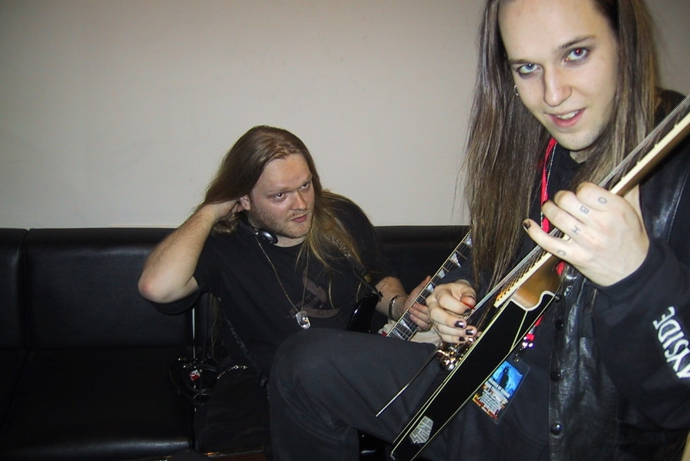 How hard to pluck the strings when tuning? - Alexi Laiho