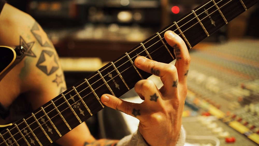 Precision tuning on 5th fret –Anssi Kippo
