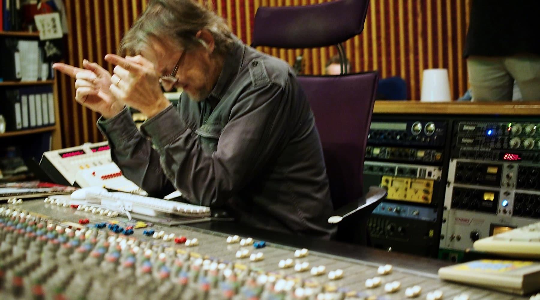 Kelanauhaäänitys sai huippukitaristi Jarmo Nikun vallan intoutumaan Astia-studiolla 2020.